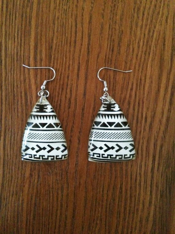 I found these!! Such beauty in simplicity @ Etsy shop Umoja Jewelry. S♥ul & Rhapsody xo  // Black and White African Tribal Print Triangle by UmojaJewelry