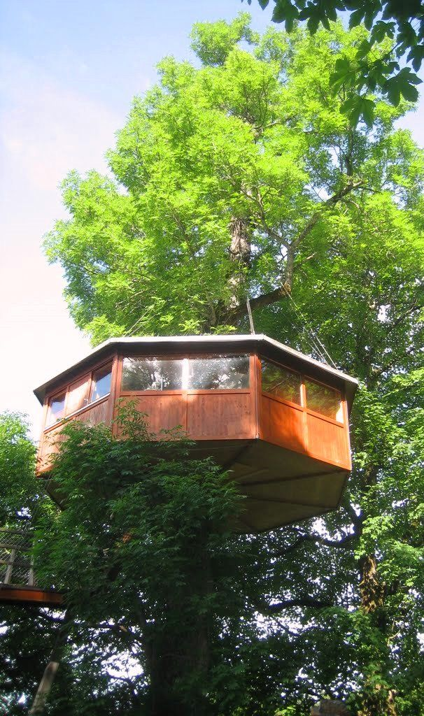 Les Nids is located in the resort of Le Locle – a small town with 12,000 inhabitants at an altitude of 1,000 meters. The treehouses are located 8 meters above ground. More on: http://www.treego.eu/treehouse-stay/les-nids/