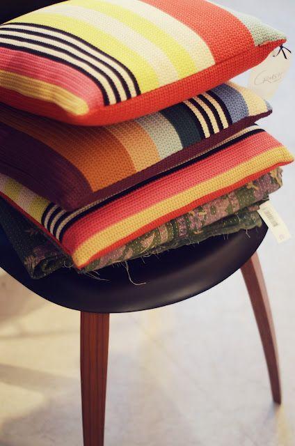 Crochet pillows, modern design. Fairly easy crochet project.