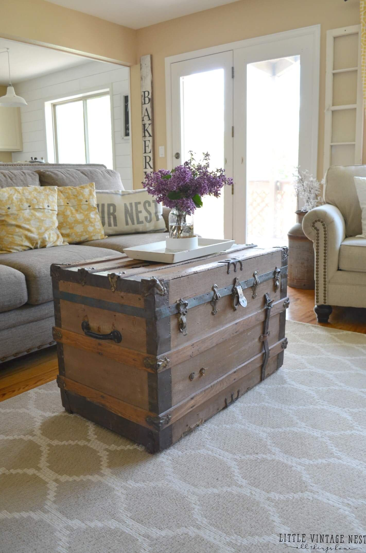 Farmhouse Living Room Summer Refresh Old Trunk Part 25