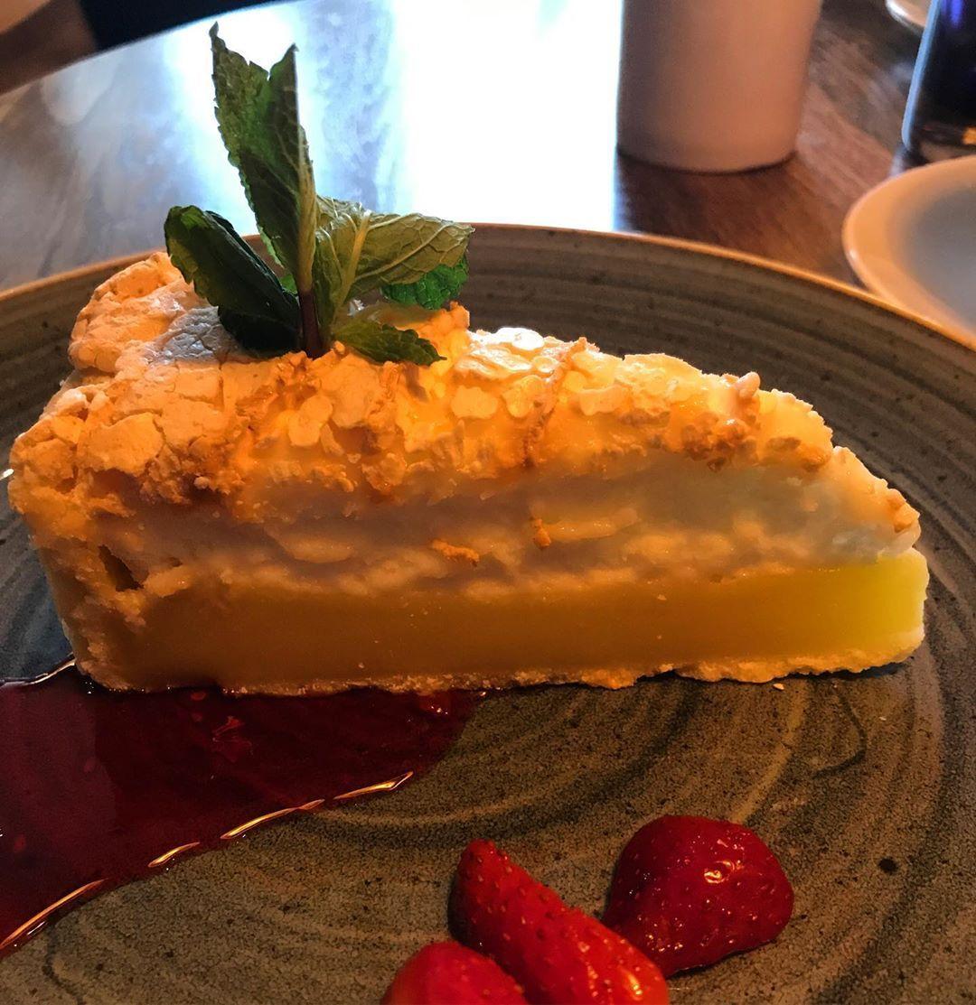 Who else loves lemon meringue pie?   Who else loves lemon meringue pie?