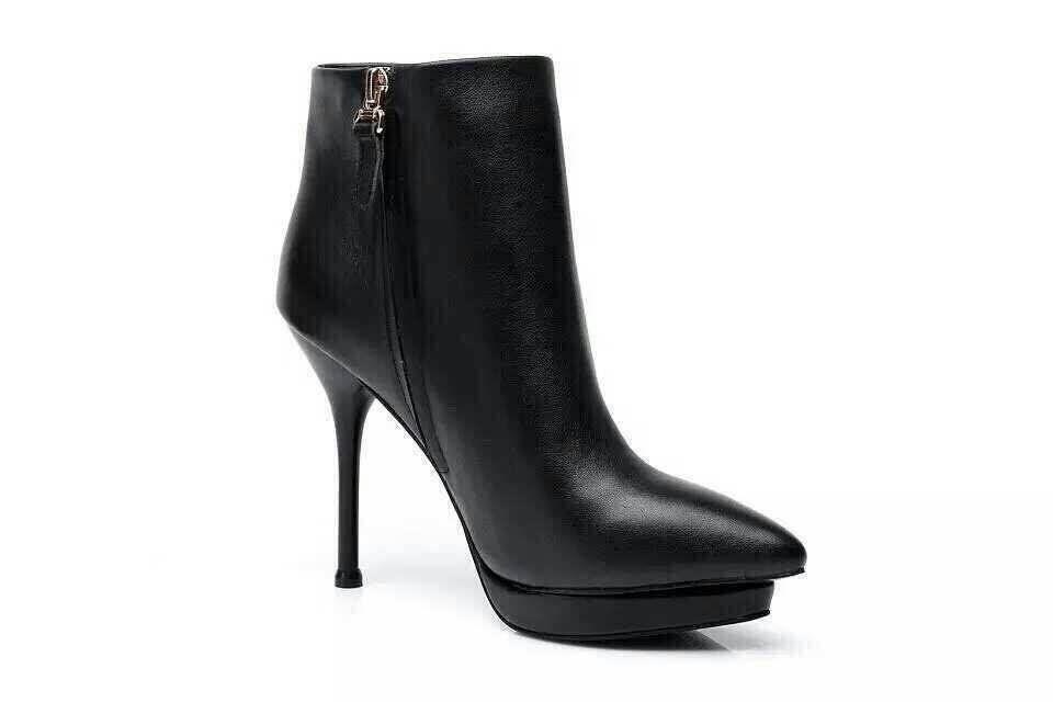 天丽琪女鞋, 古奇系列款顶级尖头时尚女鞋.原版做工精仿奢侈品,顶级一比一品质!折射着独有的前卫和张扬的个性!脚型纤巧细致!巧妙的搭配一缕使你步履优雅!头层牛皮鞋面内里头层猪皮,保暖绒里尺码34-39.跟高10厘米,心形水台2厘米,更显秀气,靓丽气质美女必备款