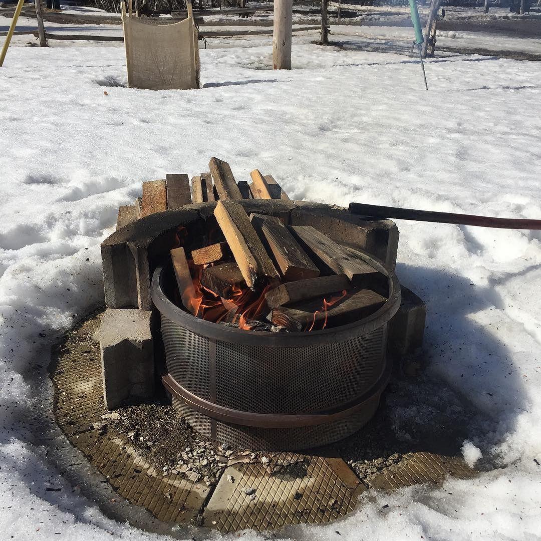 Premier feu de camp de l'année  by jeff_lecomte