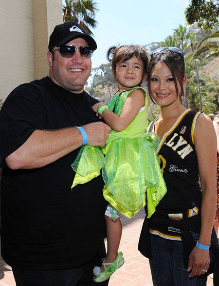 Steffiana de la cruz married life with kevin james see for How many kids does kevin james have