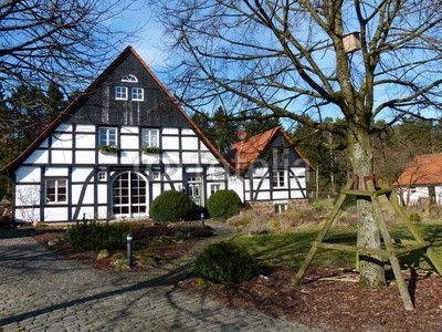 Renoviertes Bauernhaus mit Nebengebäude in Lipperreihe bei Bielefeld am Teutoburger Wald