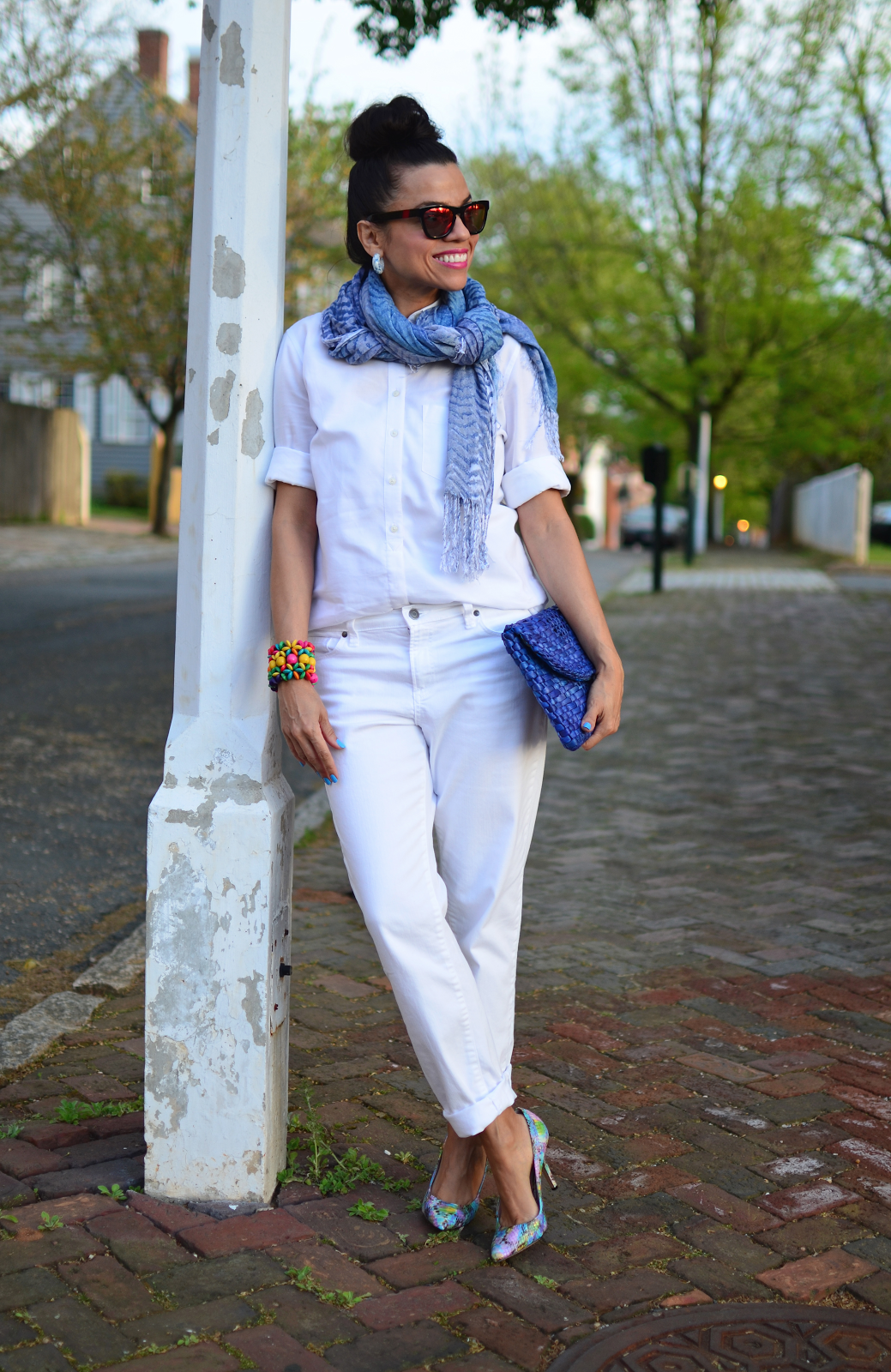 White boyfriend jeans | HOW TO DRESS FUN ACCORDING TO ...