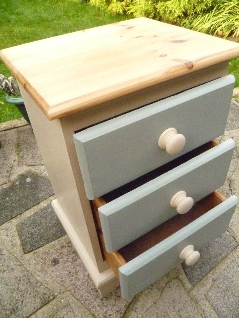 solid pine bedside drawers hand painted in annie sloan country