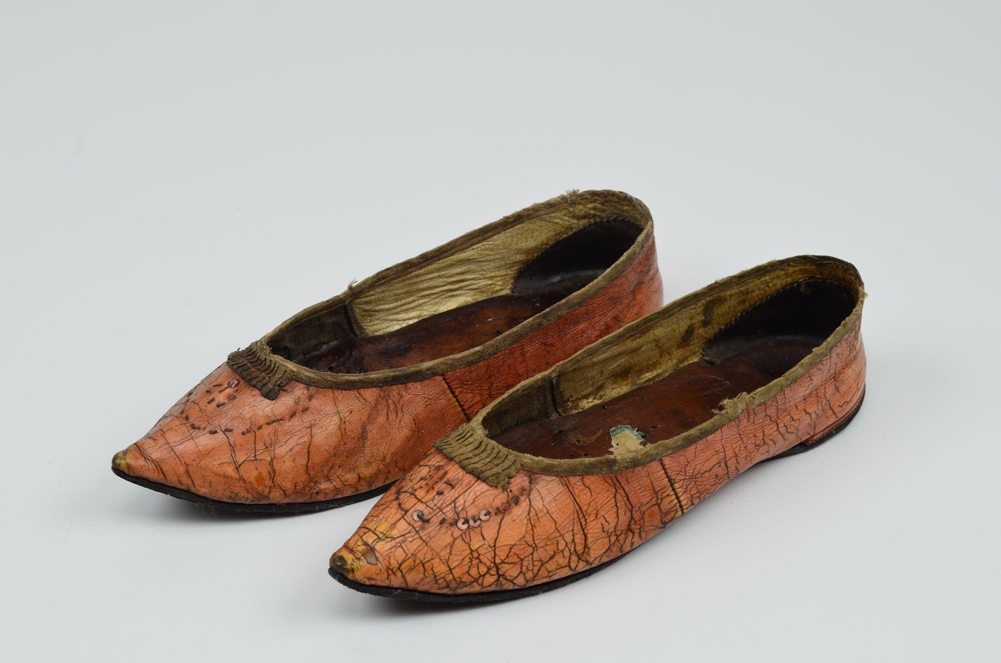 Women's shoes, 1800-1810. Museum Weißenfels.