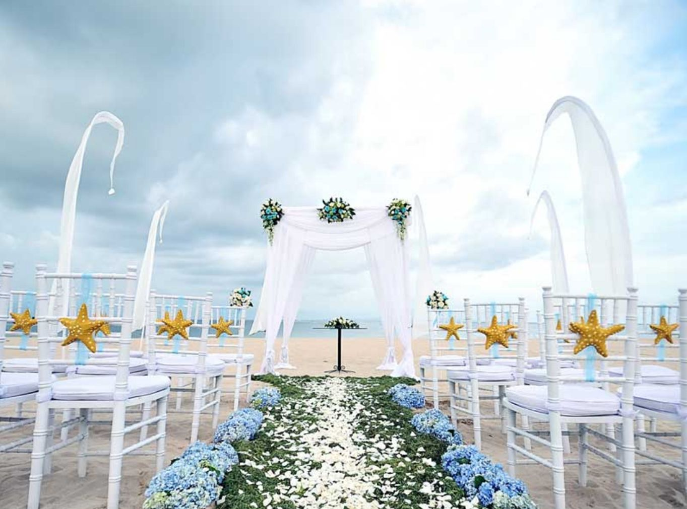 The Tanjung Benoa Beach Resort Bali strives to bring together your celebration of love with great passion and elegance. Give us a chance to make your wedding day the magic that it deserves! Click our link on bio to explore our gallery, or send an inquiry to em@nilamanihotels.com.  #TheTanjungBenoaBeachResort #TheTanjungBenoa #TheTaoBali #Bali