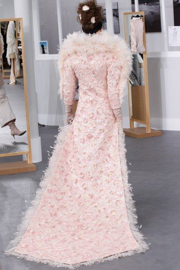 Luxe Runway Style | Fall 2016 Couture | Chanel | Pink bridal feather coat with train | The Luxe Lookbook