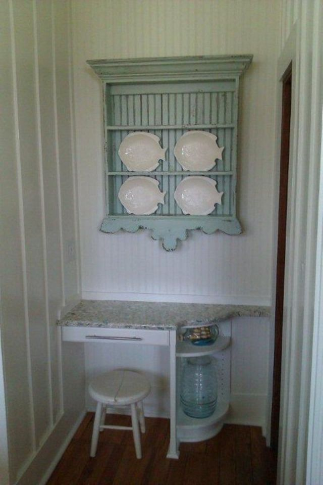 Folksy style plate rack - the bottom trim is a bit too oversized making the rack appear upside down but its a nice idea & love this plate rack | Project Ideas | Pinterest | Plate racks ...