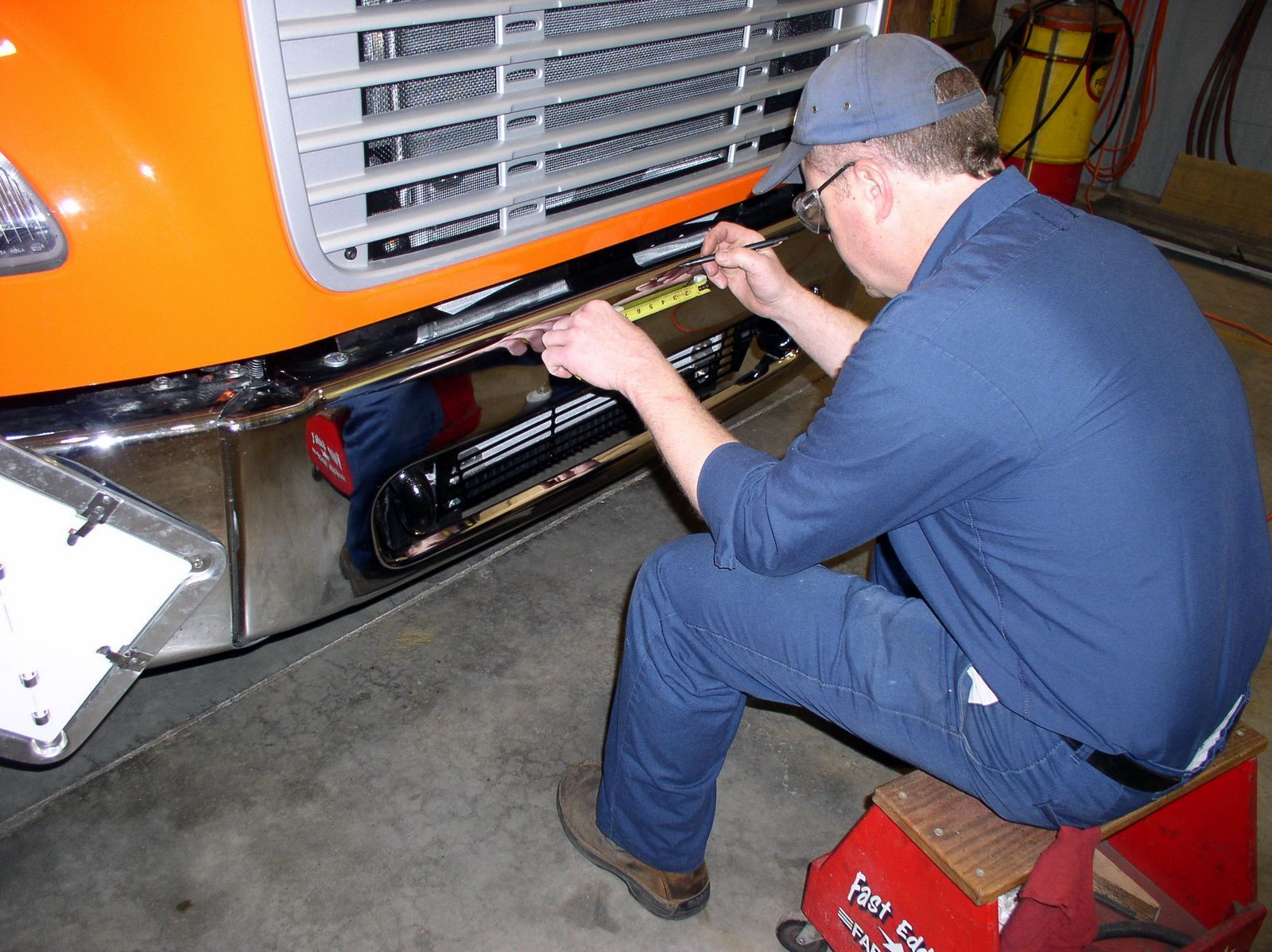 Eddie Fleet Mechanic At East Penn Manufacturing Deka Batteries Prepares Another Freightliner M2 Route Truck For An Hts 10t Freightliner Trucks Manufacturing