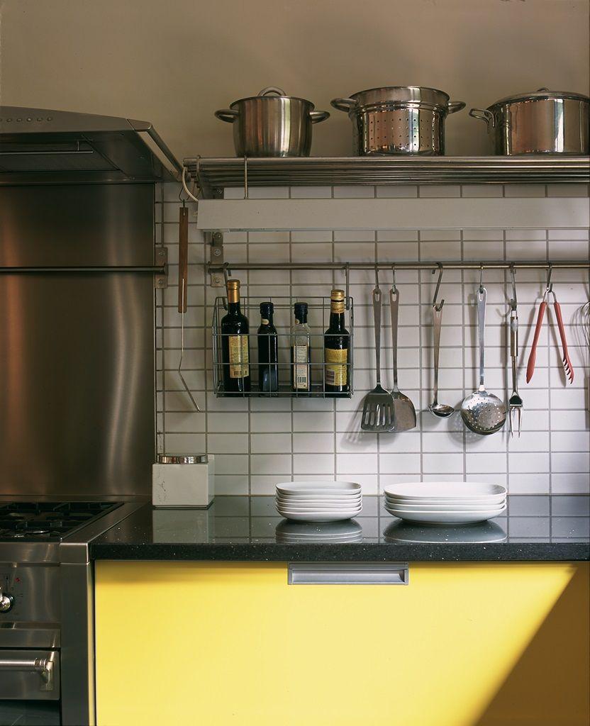 Cocina profesional en color amarilla. | Mate satinado, Encimera de ...