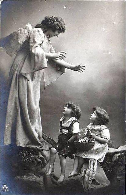 O Inicio Da Celebracao Da Festa Distinta Para Os Santos Anjos Da