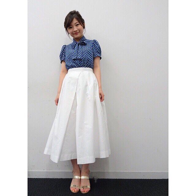 ミニスカート姿の伊藤沙莉さん