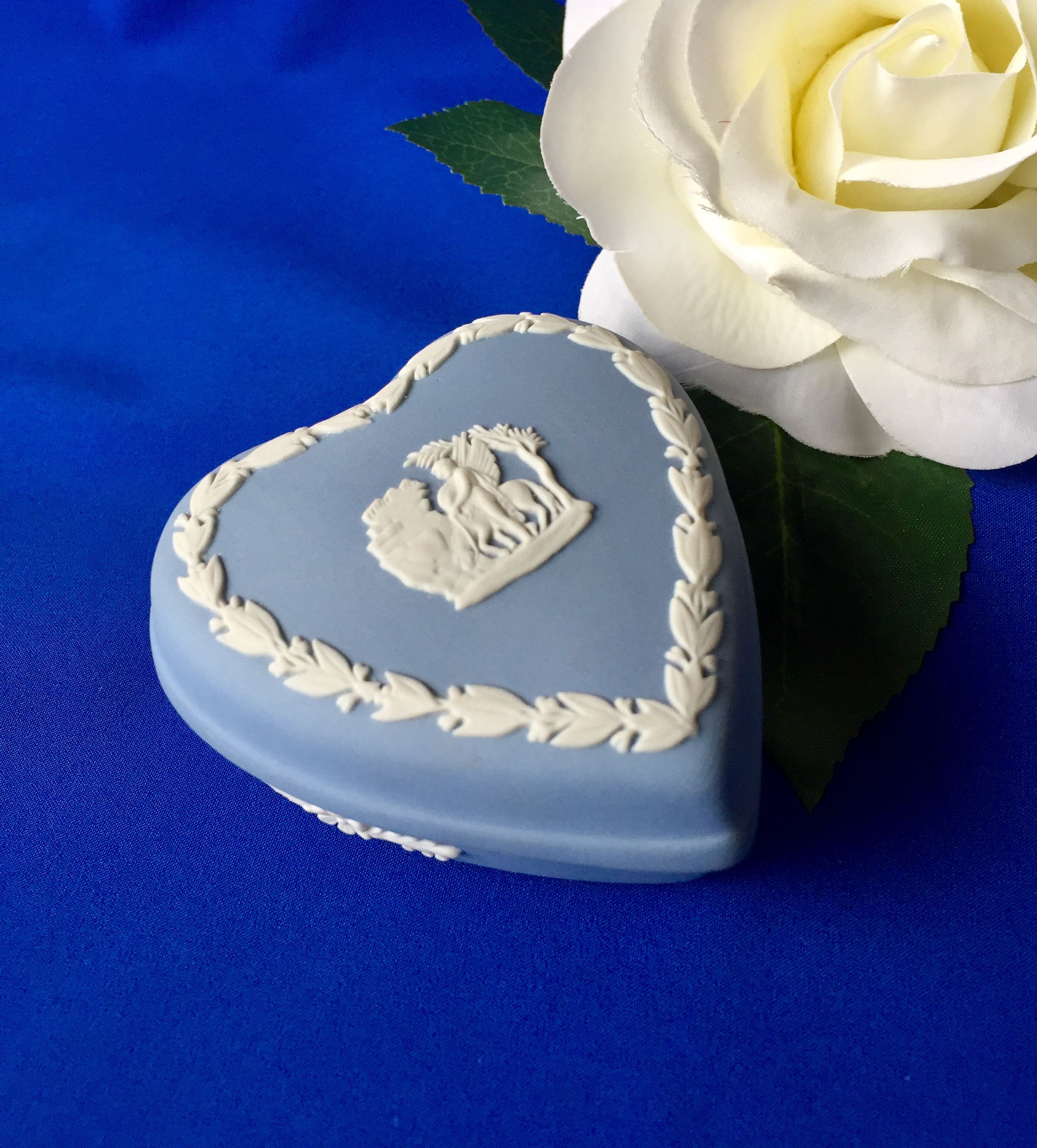 Vintage Wedgwood Blue Jasperware Heart Shaped Trinket Box Wedgwood Heart Shaped Box Wedgwood Vintage Hea In 2020 Heart Shape Box Vintage Rhinestone Brooch Jasperware