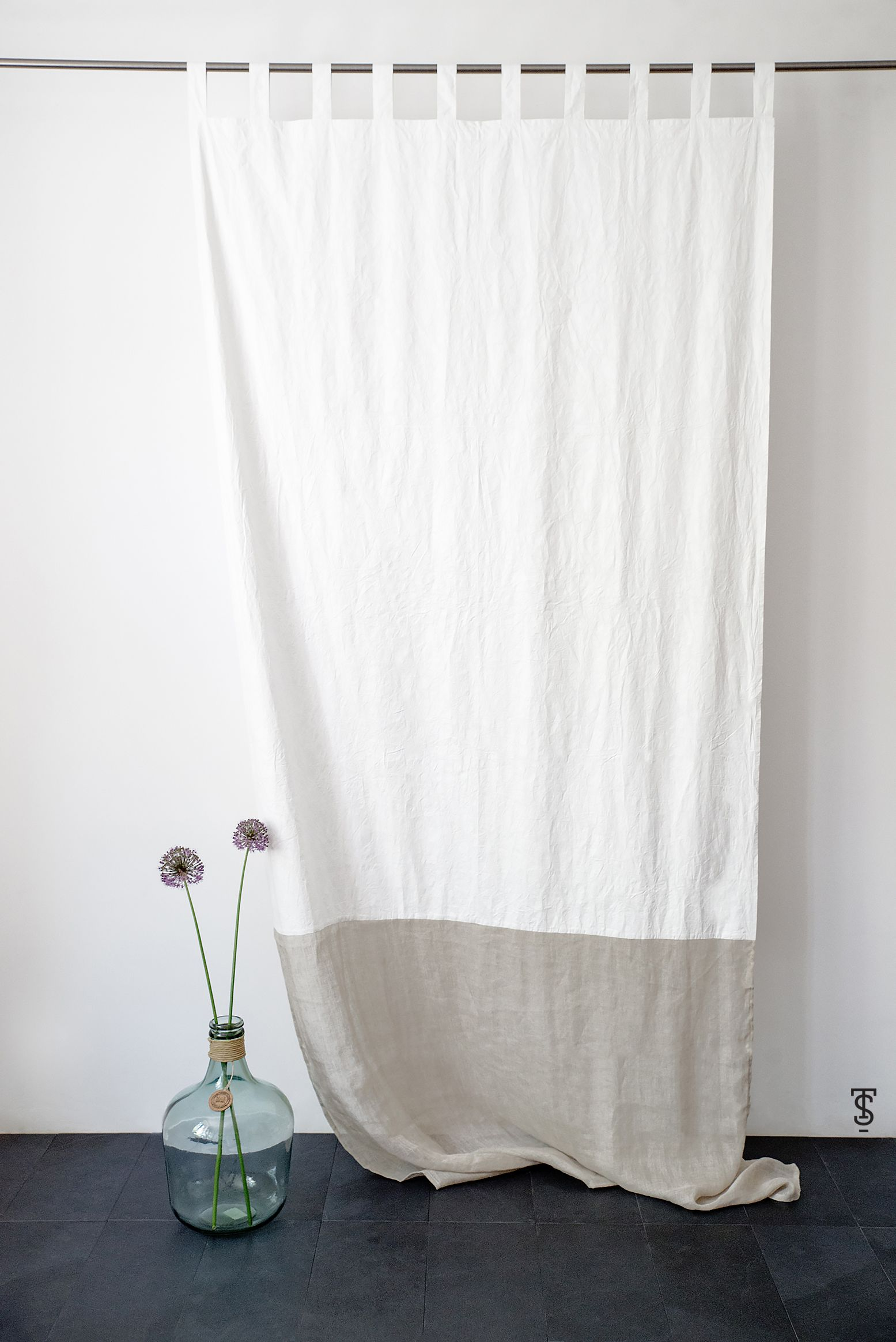 Airy And Light Simple But Unique White Curtains Made Out From Eco Fabric In The Industrial Style And Scandinavian Design Shower Curtain Cortinas