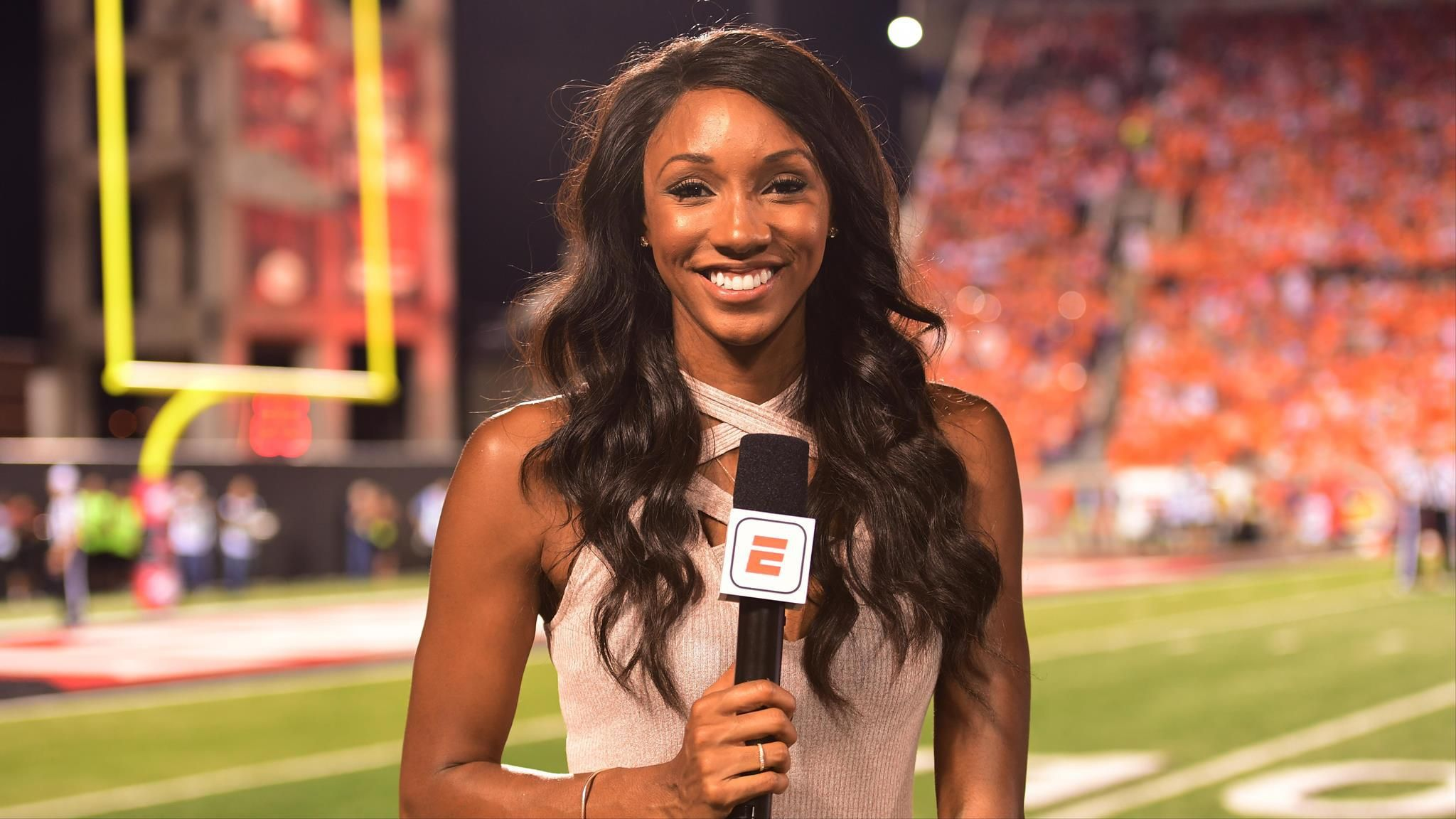 Espn S Newest College Football Host Changes The Game Seeing Butterflies Maria Taylor Maria Taylor Espn College Football