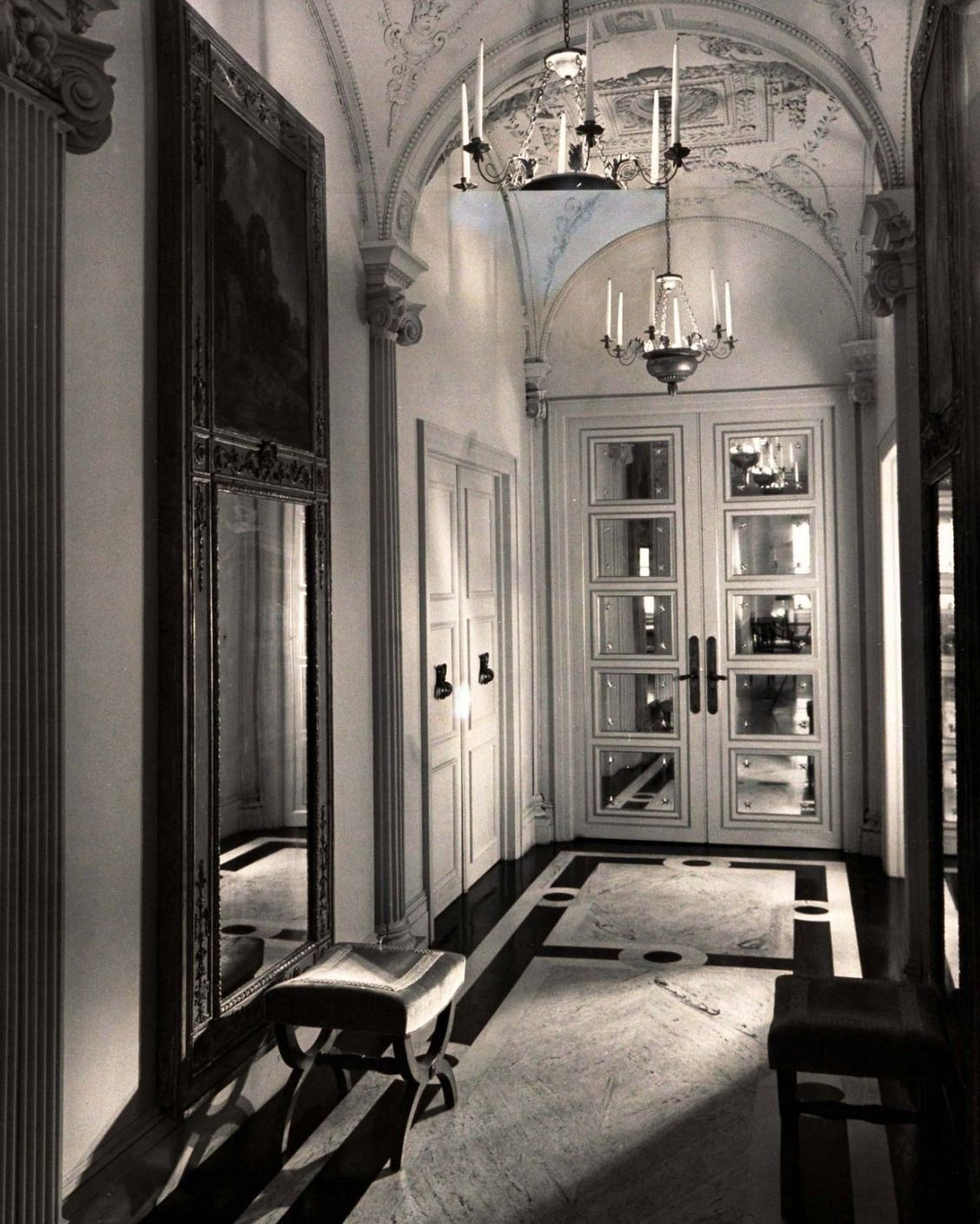 The Most Beautiful Foyers In Vogue Foyer Decorating Decor