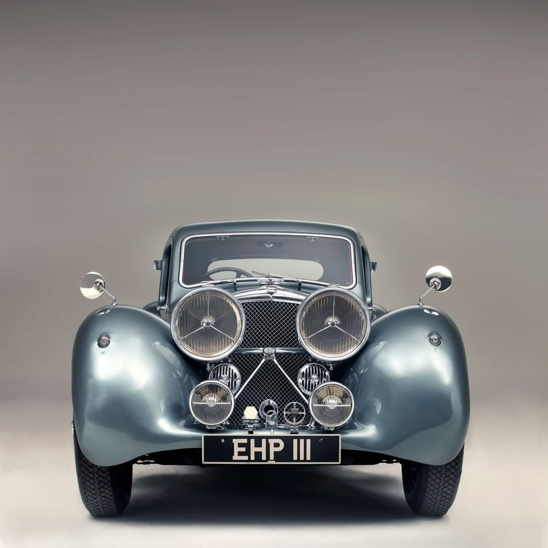 This One Off Jaguar Ss100 Styled By William Lyons Is A Stunner James Mann Howtophotographcars Classicandspo Classic Sports Cars Jaguar Daimler Jaguar