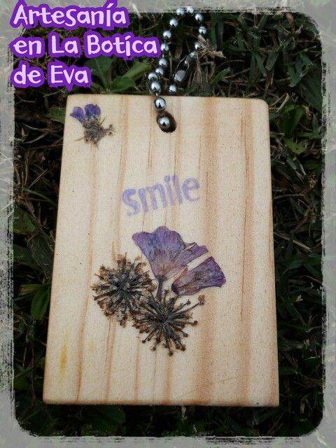 Llavero de madera y flores secas Arreglos Florales Pinterest - flores secas