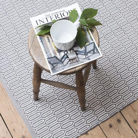 Skandinavischer Teppich Mit Muster In Grau. Gefunden Bei Etsy.