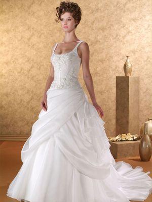 90b272403d Esküvői ruhák, menyasszonyi ruha szalon - AMARILLA Esküvőiruha - esküvői  ruha, menyasszonyiruha, frakk