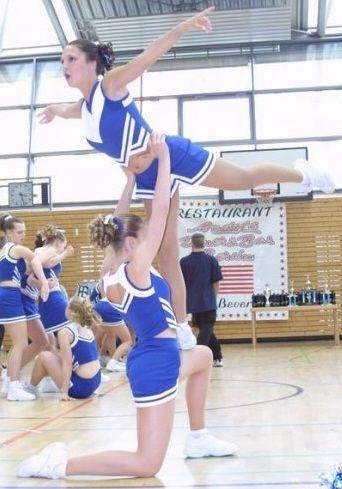 beginner cheerleading stunts  find tips in cheering