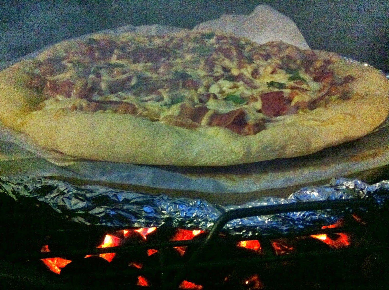 Bonne bouffe, bonne vie!: Pizza à la saucisse, maïs grillé, prosciutto et fr...