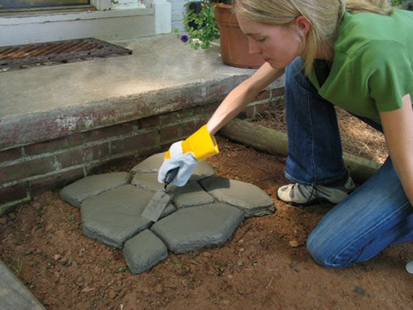 Quikrete Walk Maker Will Have You Laying Pavers Like A Pro Walk Maker Outdoor Diy Projects How To Lay Pavers