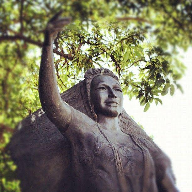 Escultura de Dolores Olmedo    Dolores Olmedo   Statue