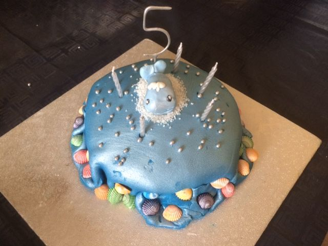 Blue whale birthday cake by Discombubulated KCACOLS Pinterest