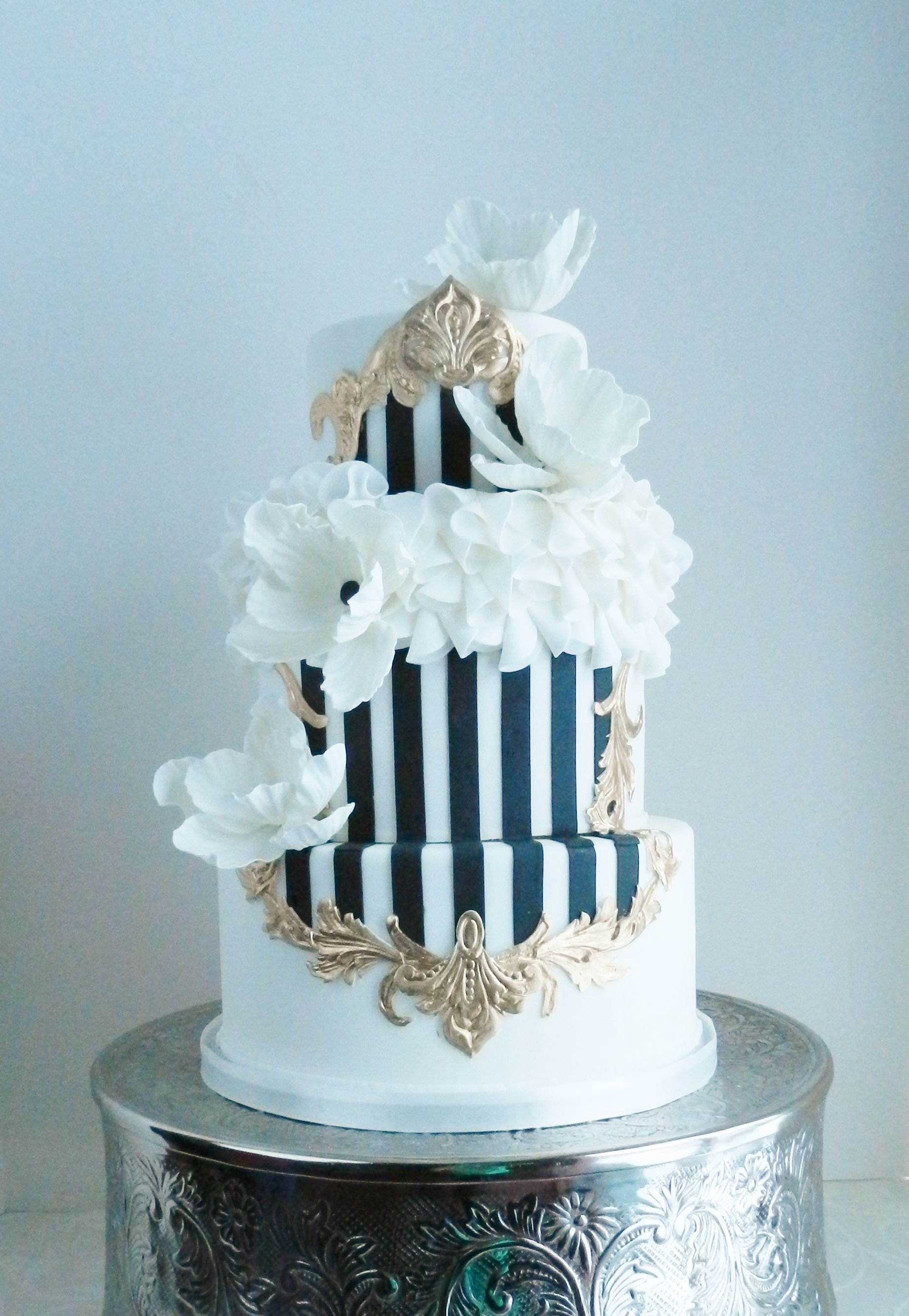 The Cake Whisperer has done it again with this white, black and gold cake. Ornate, luxurious and chic