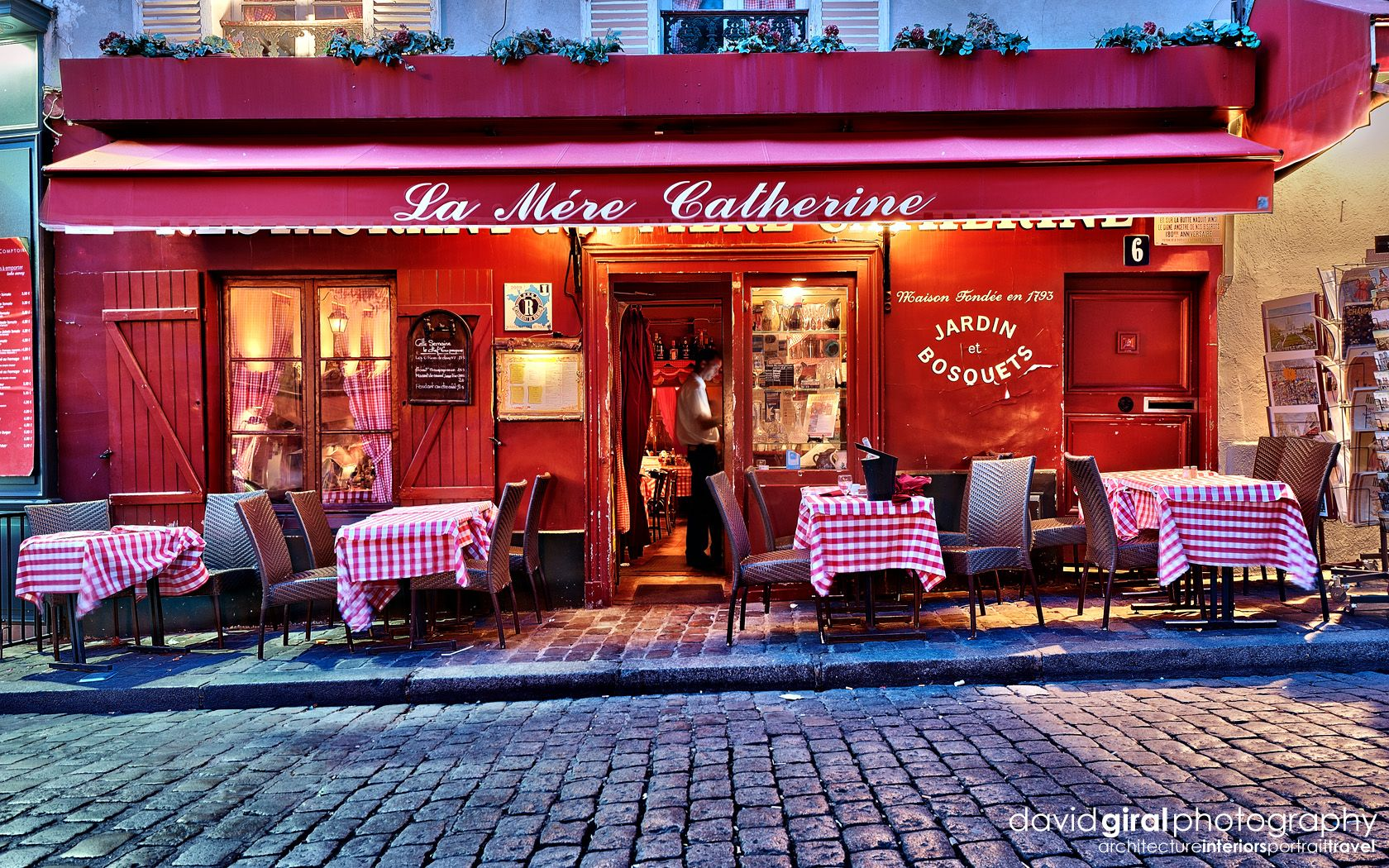 Travel Exploring Paris Montmartre Restaurant La Mere Catherine