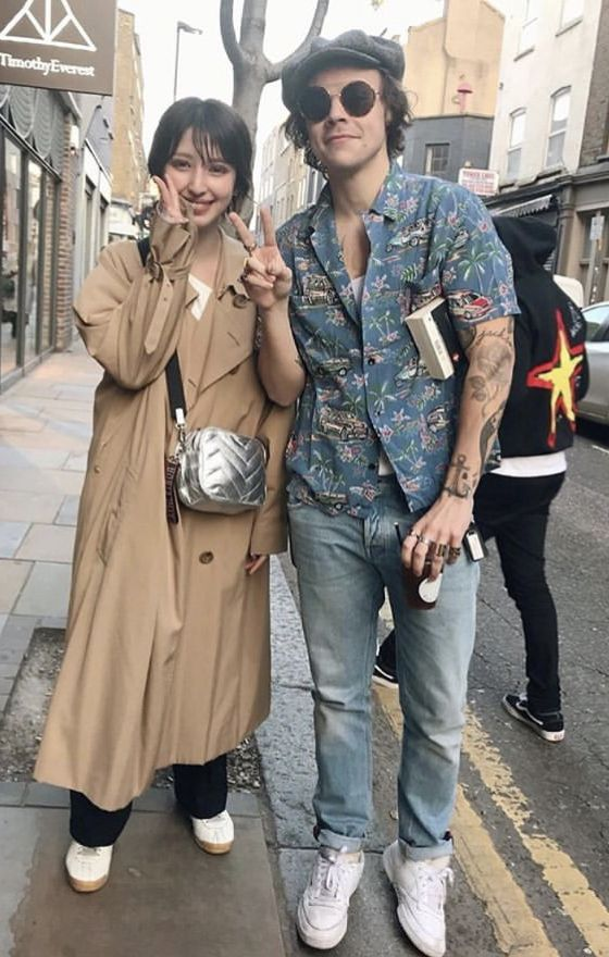 New Harry With A Fan In London Last Week Posted Today 3