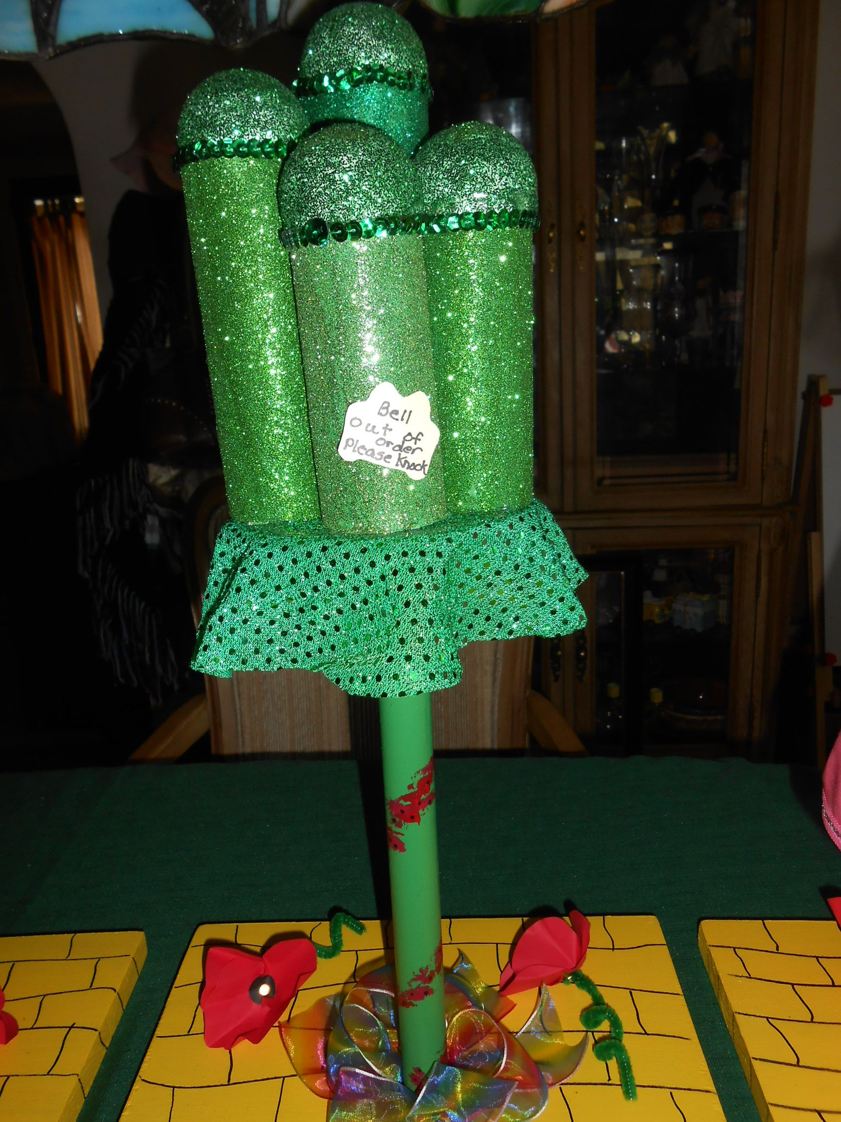 Emerald City Bell out of order, please knock Wizard of Oz - Wizard Of Oz Halloween Decorations