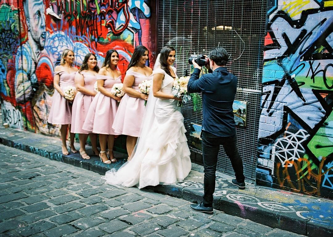 #wedding #bride #bridesmaids #weddingphotographer #bts #hosierlane #melbourne #filmisnotdead #kodakportra400 #nikonf6 #sigmaart35mm #hillvale #believeinfilm ���������� http://gelinshop.com/ipost/1517890978237078056/?code=BUQoc11l1oo