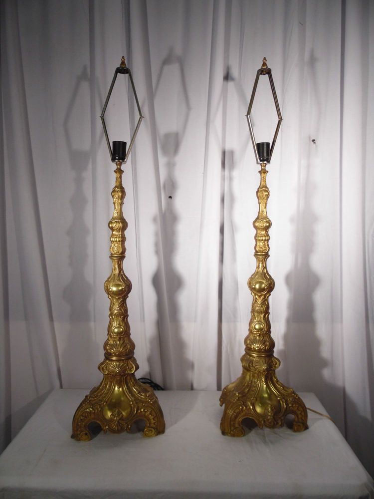 paire de grand  pique cierge en bronze  stransformés en lampes xix siècles
