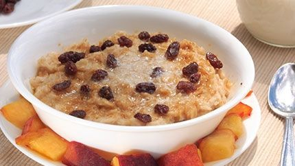طريقة عمل الشوفان بالحليب والزبيب لايت Light Oatmeal With Milk And Raisin Recipe Recipes Food Oatmeal