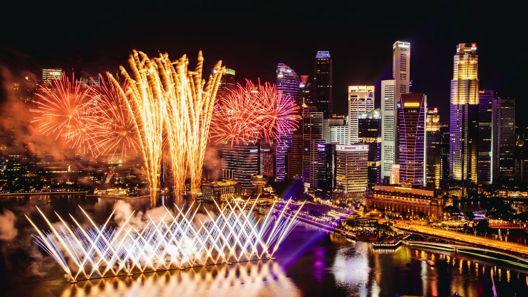10 Best Restaurants To Ring In 2020 (With Fireworks!) This