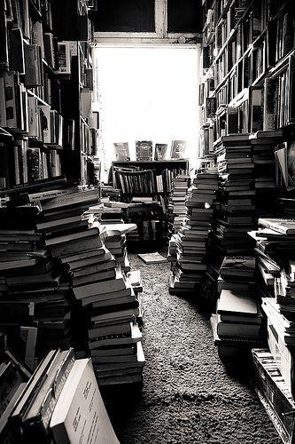 Pin By Jhon Munoz On Books Glorious Books Black And White Picture Wall Black And White Pictures Black And White Photo Wall