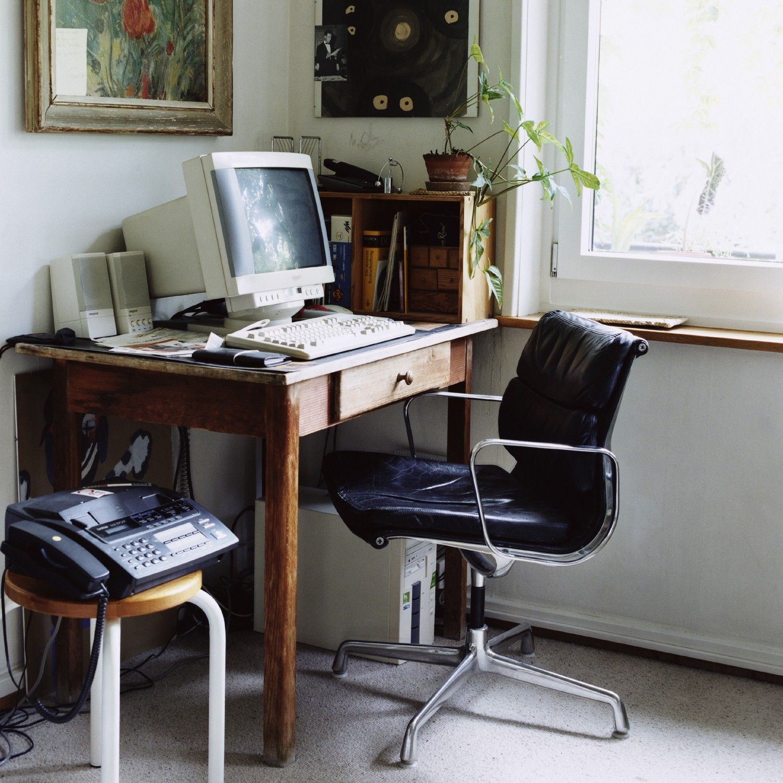Eames soft pad chair ea208