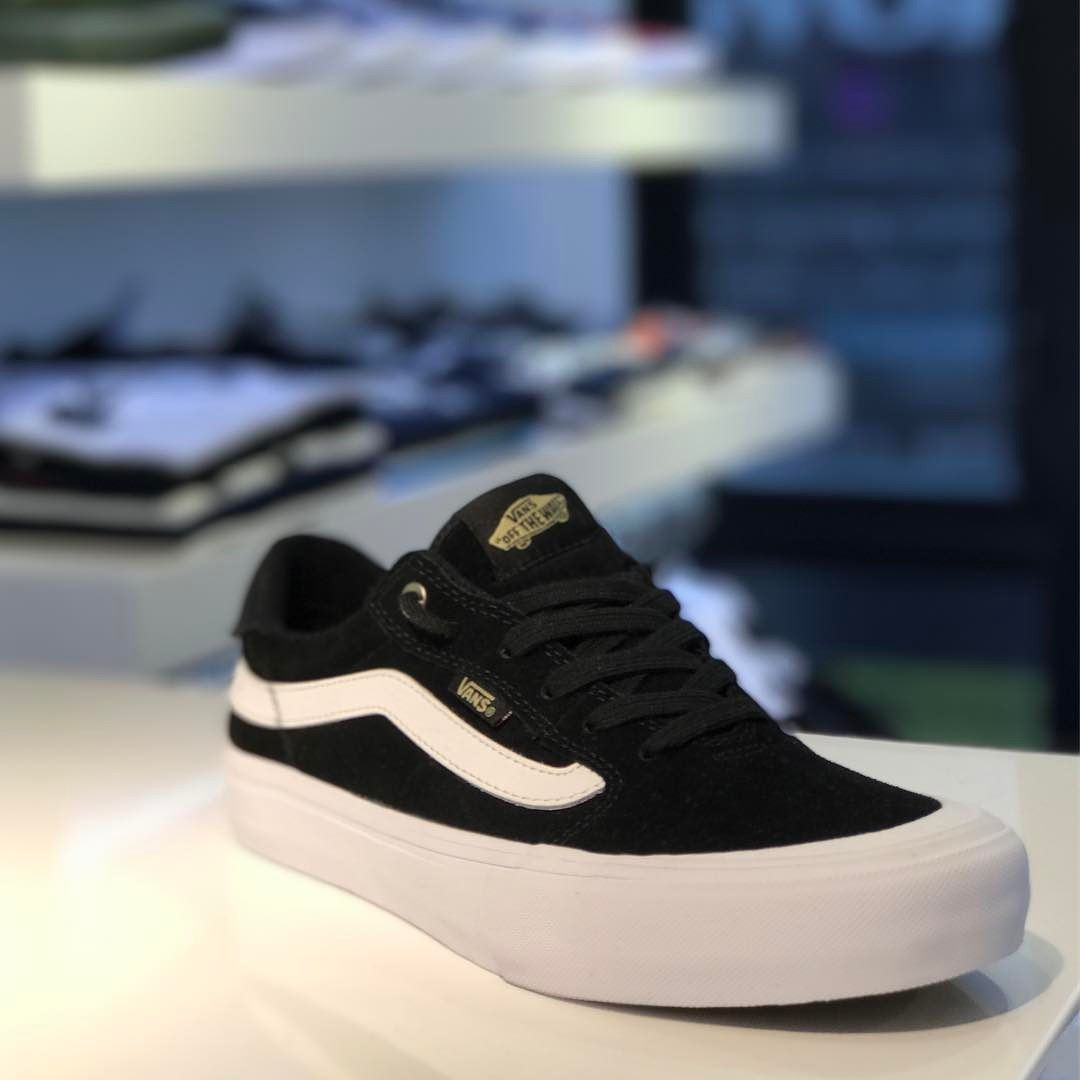@vanshkg 112 available @8five2shop www.8five2.com retail price at HKD690 #vans #hkskateshop #852 #causewaybay #8five2 #blackandwhite