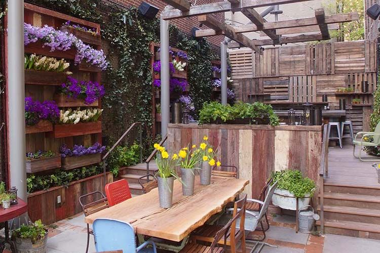 Outdoor Eating Wall Of Planters For The Garden