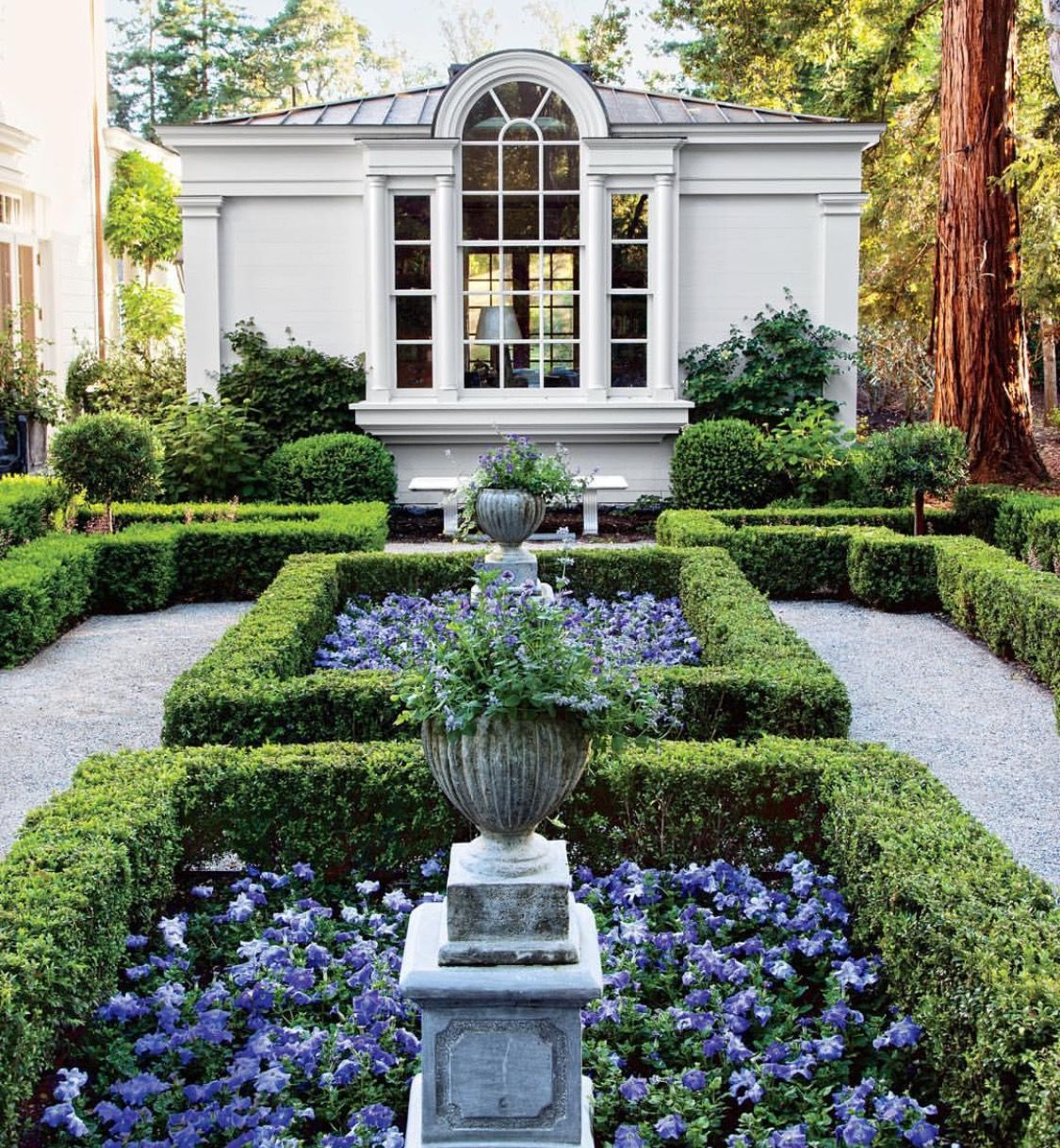Californian garden photographed by roger davies designed for Garden designs by elizabeth