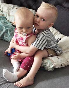 Geschwisterliebe: Wie sich deine Kinder von Anfang an lieben lernen.
