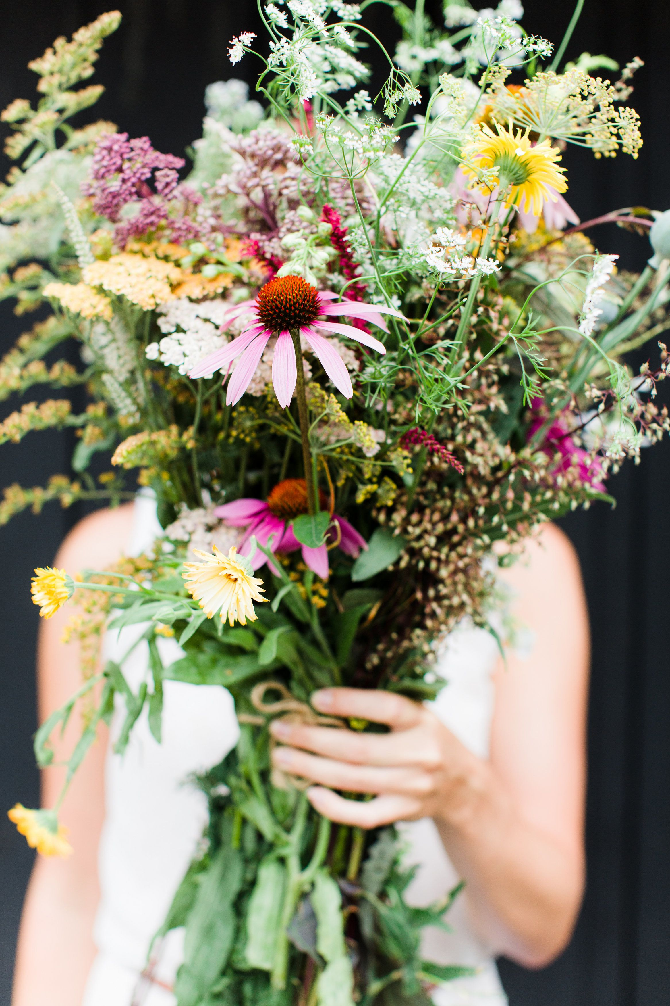 Late summer flower walk diy wildflower arrangement for Arrangement jardin