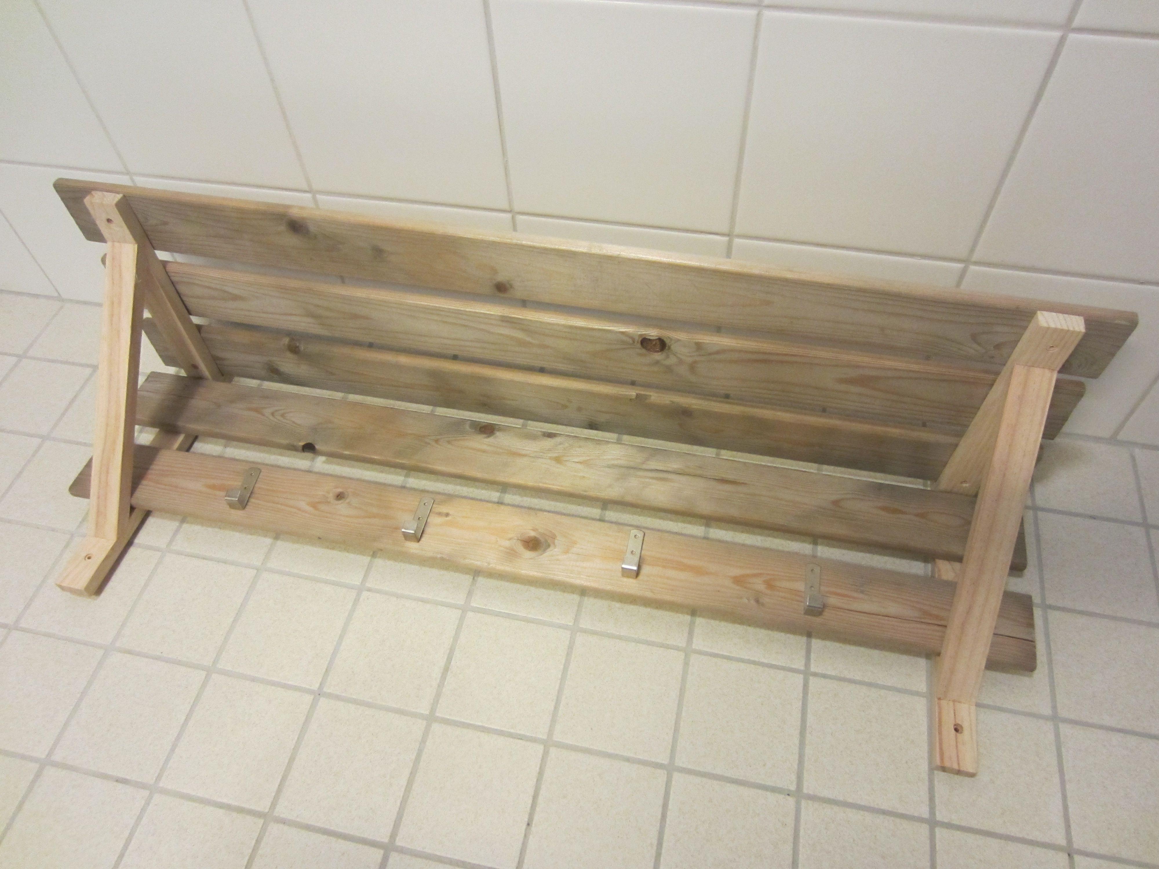 Tee-se-itse-naisen sisustusblogi: Coat Rack Made Out Of Reclaimed Wood