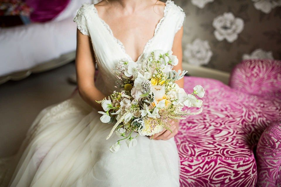 Lusan Mandongus Elegance and an Heirloom Veil for a Relaxed English ...