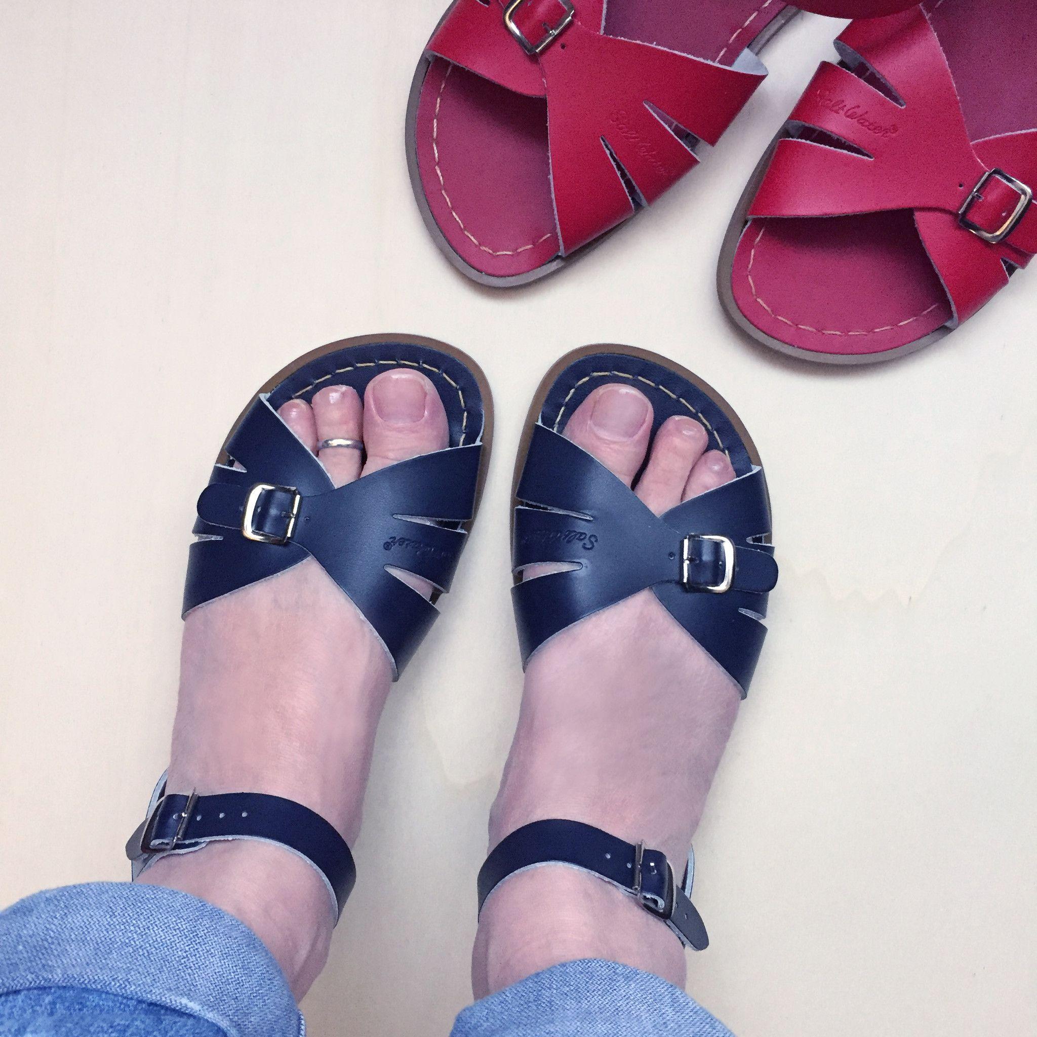 4e0d1598c4610 Salt-Water Sandals Classics Navy en Rood online verkrijgbaar bij Attic  Empire
